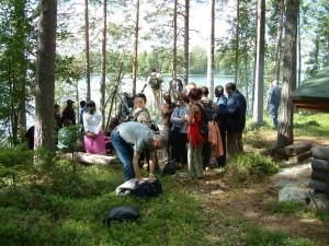 kokouksien jälkeen metsässä